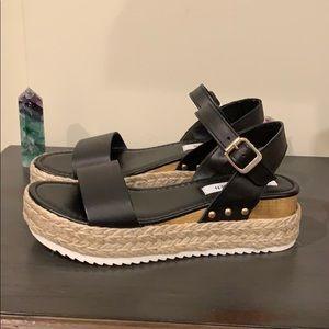 🌸NWOT Steve Madden platform sandals 🌸